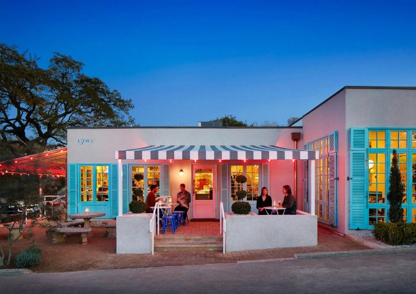 romantic-restaurants-in-austin-elizabeth-street-cafe