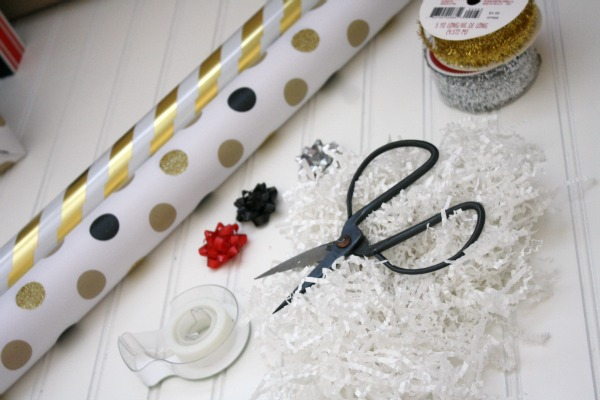 Gift Wrapping Made Easy // Life Anchored ad