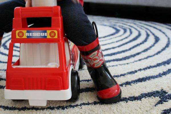 Encourage Imagination in Toddlers // Life Anchored ad