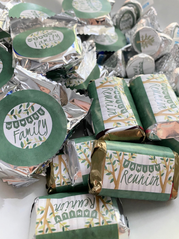 How to plan a family reunion party favors